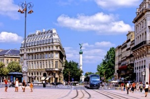 Car rental in Bordeaux, France